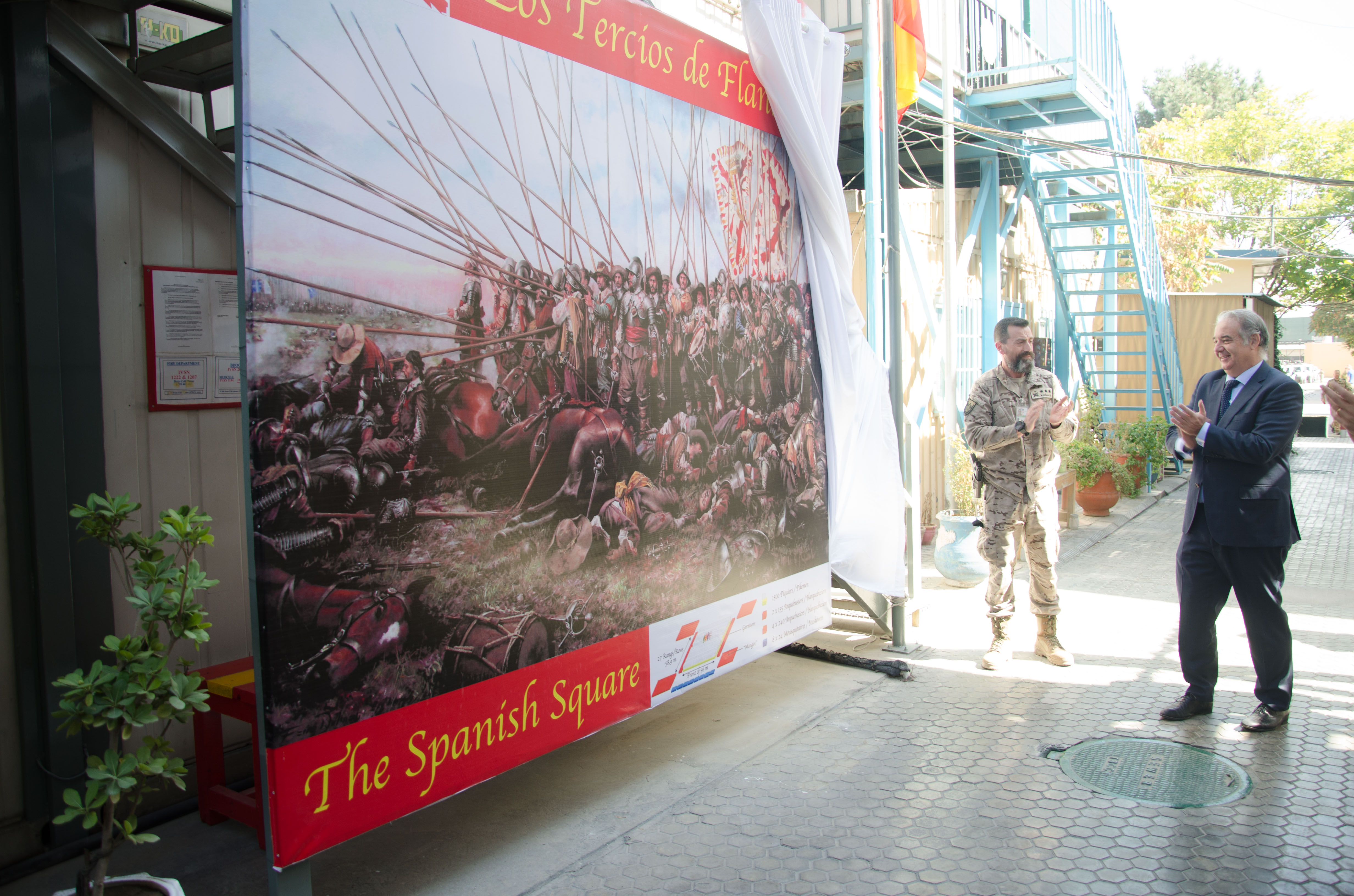 "The contingent deployed in Afghanistan presents a mural inspired on the painting ""Rocroi, el último Tercio"""