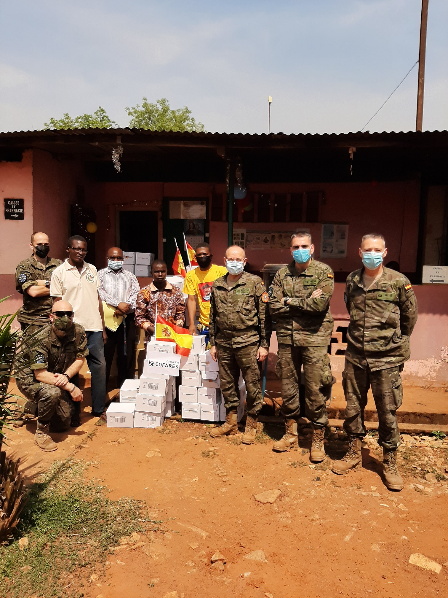 Spanish troops distribute medicines donated by 'COFARES foundation'