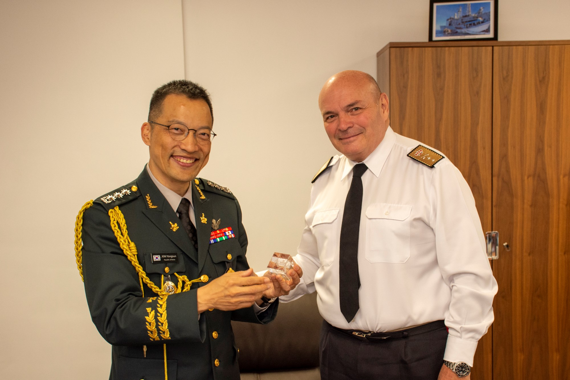 The Defence Attachés from Poland and South Korea have visited Rota ES OHQ