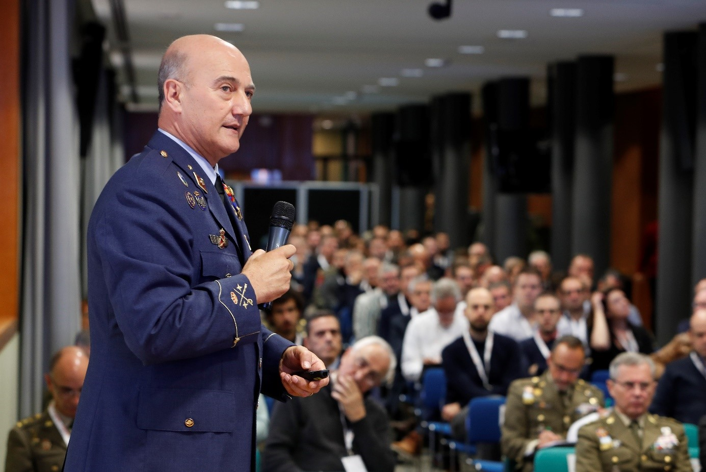 "General Muñoz Bronchales gives the inaugural conference at the workshop ""The Armed Forces against International Terrorism"""