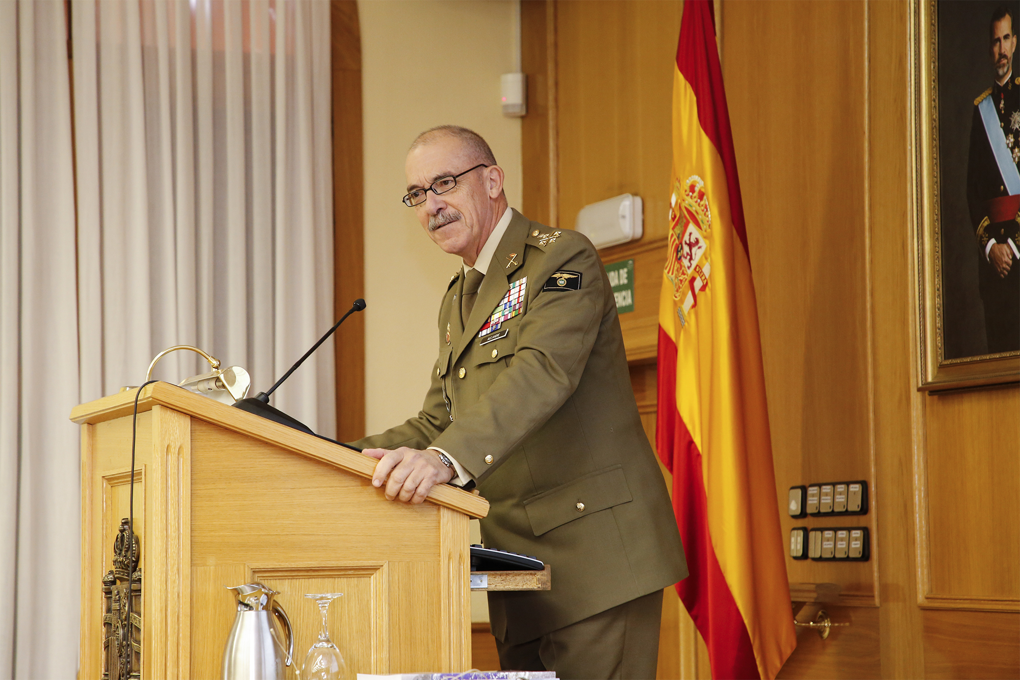 The Chief of the Defence Staff gives a conference for students taking part in the updating course of promotion to commander